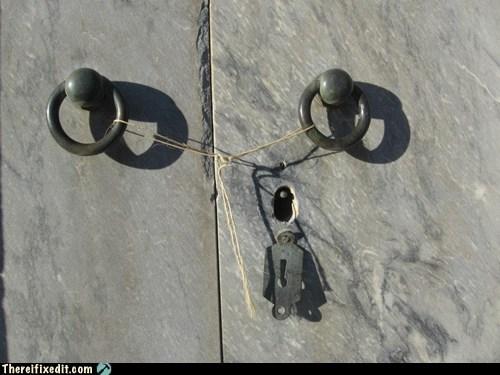 lock,mausoleum,rope,thread,tie