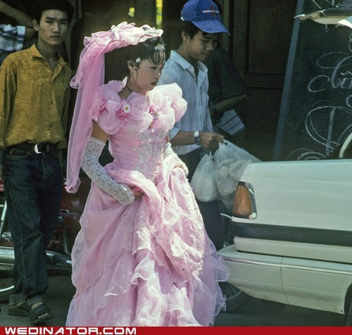 bride,funny wedding photos,pink,wedding dress