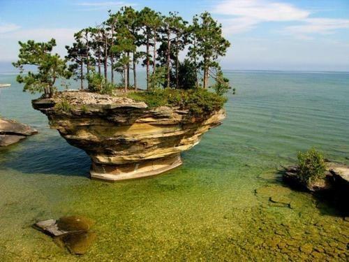 Hall of Fame,lake,michigan,rock