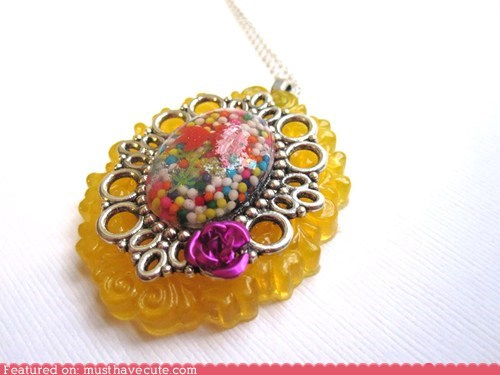 Sprinkle Cameo Necklace