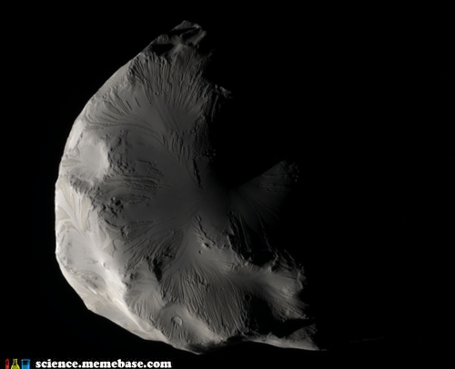 Saturn's Helene Has Some Interesting Features