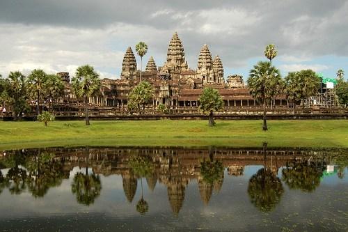 angkor wat,cambodia,jungle,lake,ruins