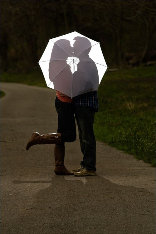 funny wedding photos,hitchcock,KISS,umbrella