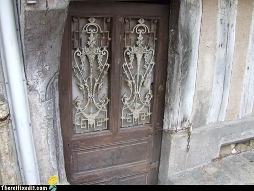 auxerre,door,doorframe,france,french,key