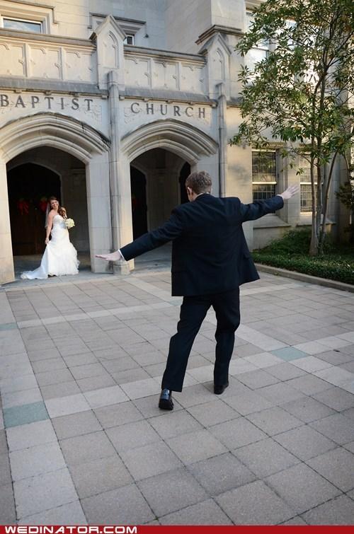 bride,funny wedding photos,groom,photographer,pose