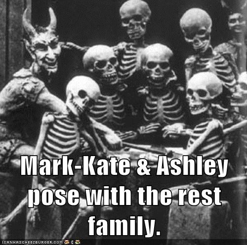 Mark-Kate & Ashley pose with the rest family.