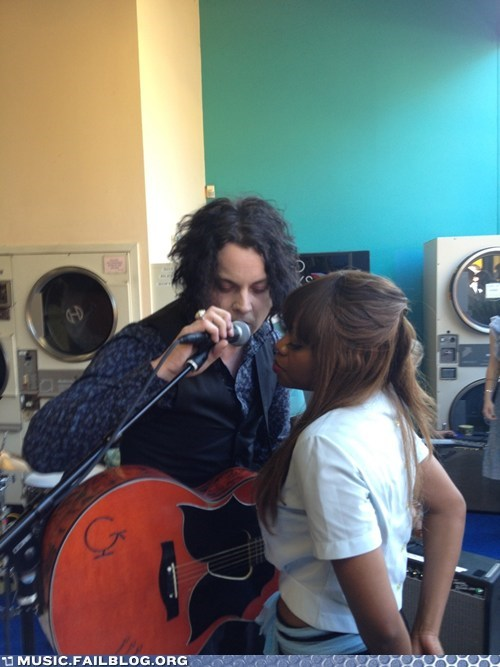 jack white,laughing groom,surprise gig,the white stripes