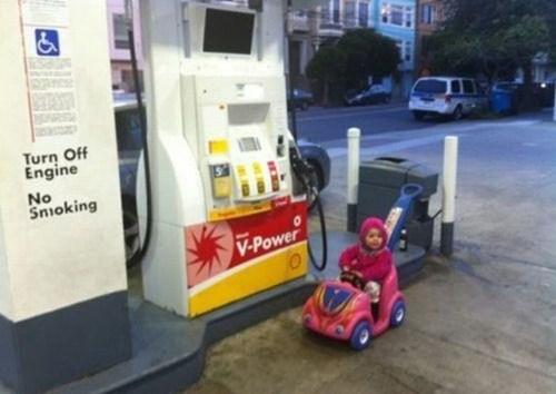 gas station,toy car