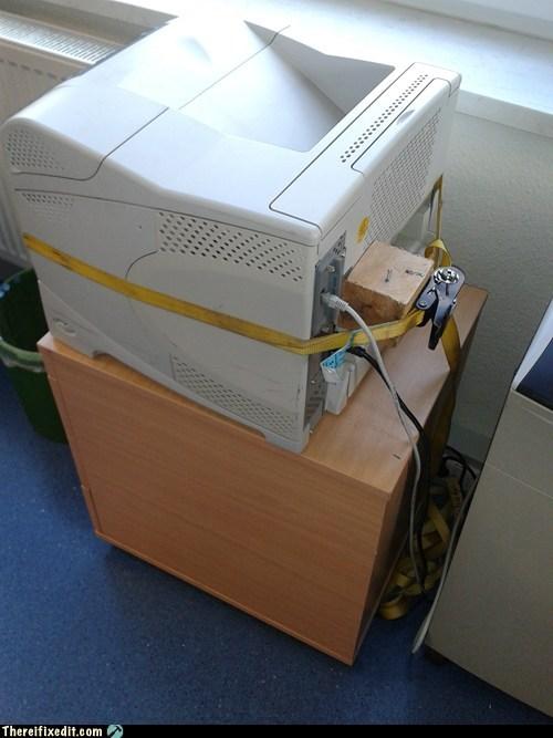 refuse,re-fuse,CRT monitor,computer,desktop,desktop monitor,monitor,brick monitor