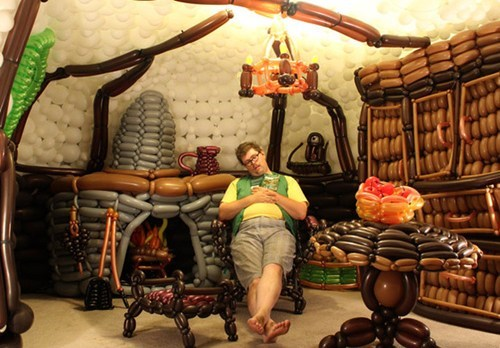 J.R.R Tolkien Fan Builds a Hobbit Hole with 2,600 Balloons