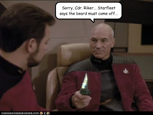 razor,beard,shave,william riker,Captain Picard,knife,Jonathan Frakes,patrick stewart,the next generation,Star Trek