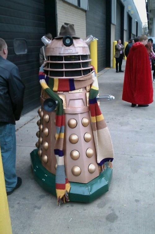 scarf,dalek,cosplay,the doctor,doctor who,tom baker