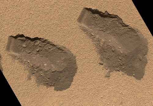 Mars Rover Finds Traces of Complex Chemicals But No Definitive Sign of Organic Life