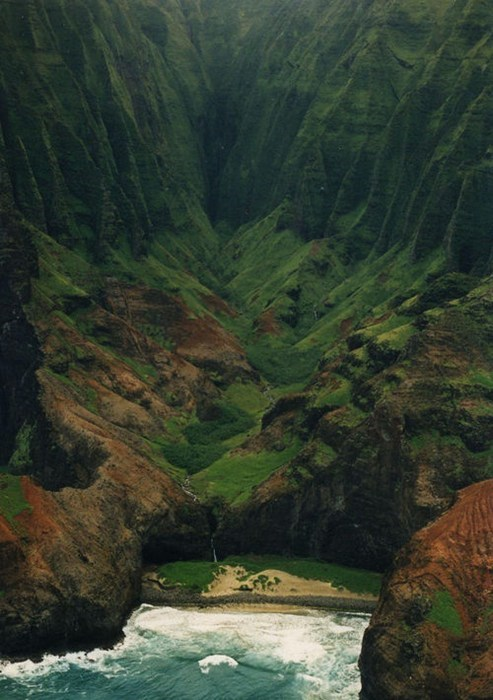 Begin a Hike at the Na Pali Coast