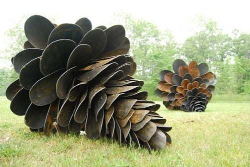 These Shovels Do a Great Pine Cone Impersonation