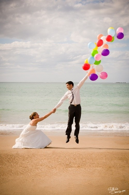 wind,bride,groom,Balloons,beach,breeze