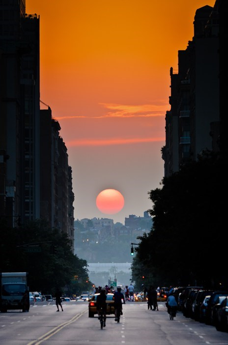 Twice a Year, New Yorkers See This Cool Sunset