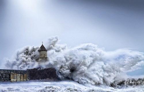 waves,lighthouse,beach