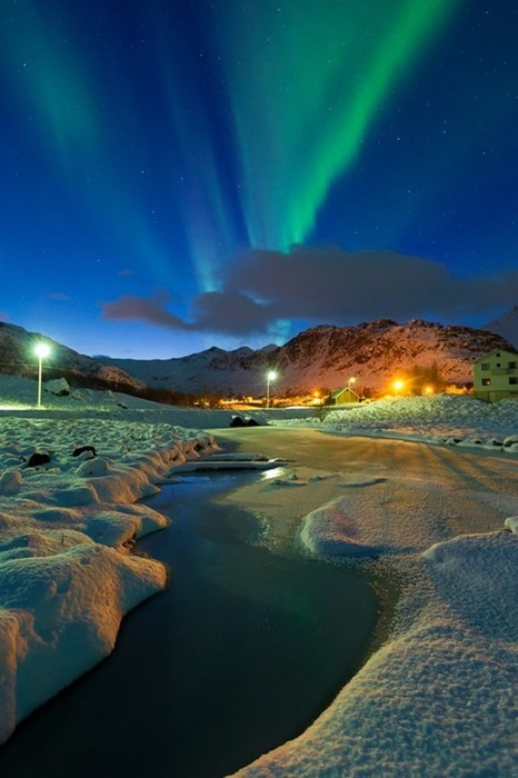 Frozen Fields and the Aurora