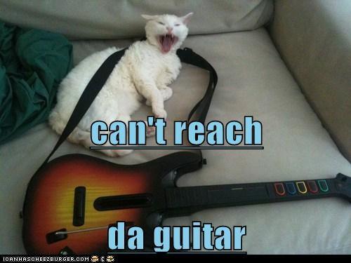 can't reach da guitar