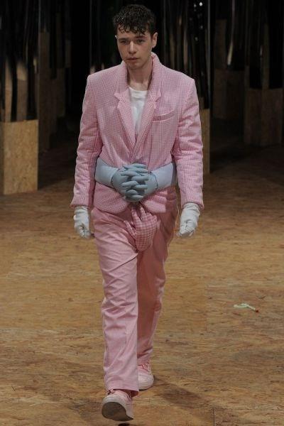 wtf,hands,runway fashion