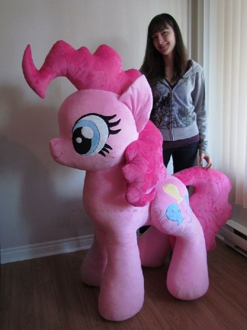 Bow Down to Giant Pinkie Pie
