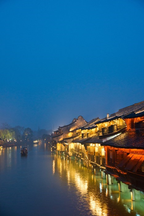Along the River Bank in Wuzhen
