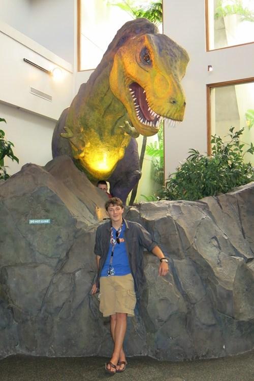 museums,photobomb,dinosaurs