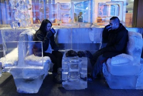 first date,hotel,ice