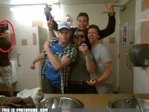 mirror pic,bros,photobomb,bathroom,funny