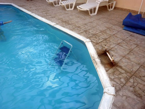 swimming pool,stepladder,funny,there I fixed it