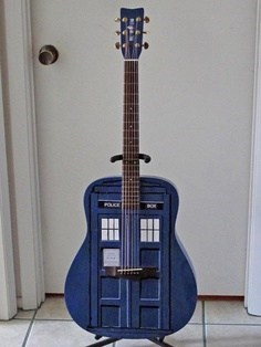 guitar,tardis,doctor who