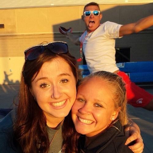 photobomb,besties,lifeguards,funny