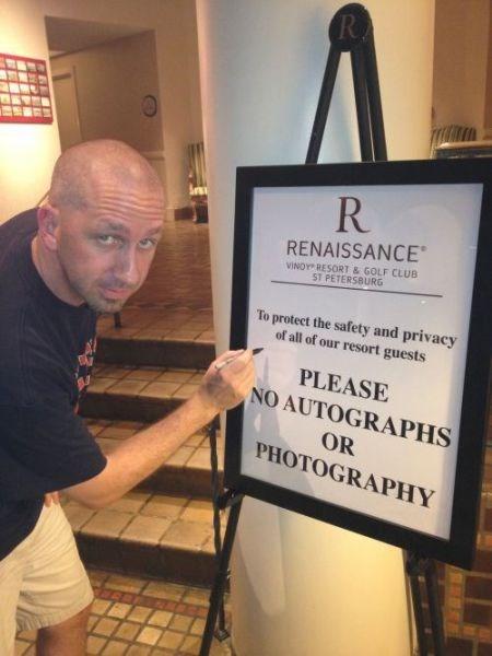 no photos,photographs,autographs