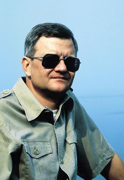 Tom Clancy Dies at 66