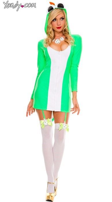 This 'Yummy Yoshi' Costume Makes Me Wonder What Kind of Egg She's Going to Lay