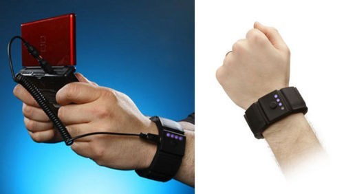 This Wrist Charger Fixes All Your Mobile Gaming Woes