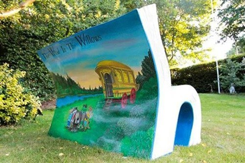 London's Benches Get a Literary Makeover