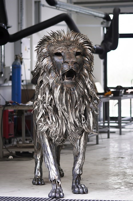 4000 Pieces of Metal Make for One Rad Lion Sculpture