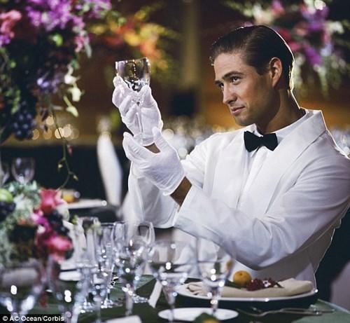 California Bartenders Must Now Wear Gloves