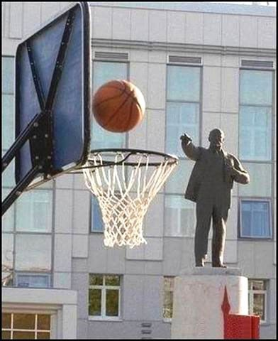 basketball,statues,photobomb