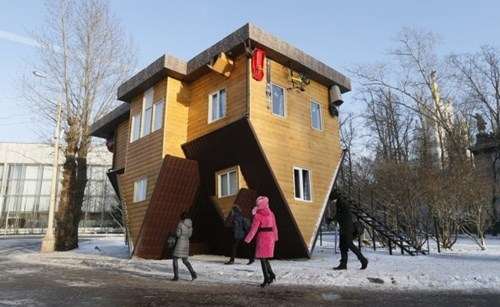 Amazing Structure of the Day: Upside Down House in Moscow