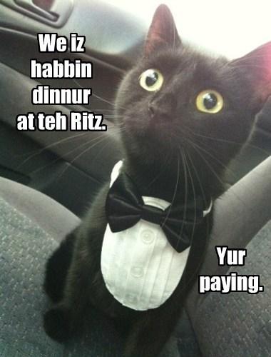 We iz habbin dinnur at teh Ritz.