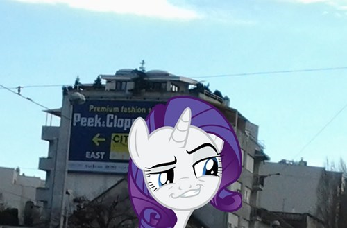Rarity found her favorite fashion shop