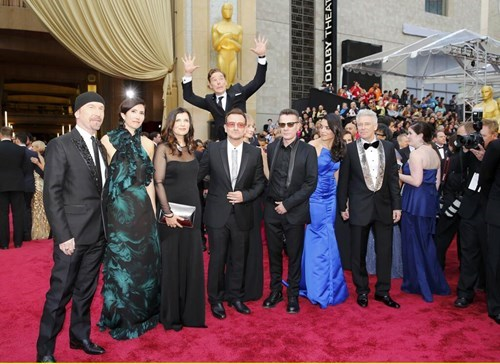 Benedict Cumberbatch's Photobomb of U2 at the Oscars