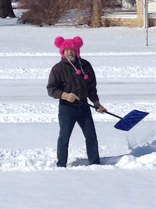 hat,snow,poorly dressed,shovel