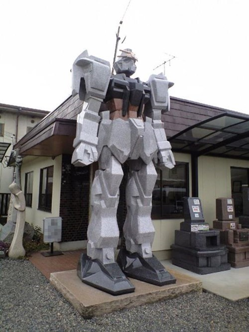 This Tombstone Gundam Will Guard Over Your Plastic Models in the Afterlife