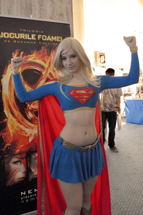 Supergirl cosplay by Enji Night!