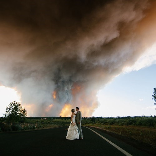 When an Oregon Couple Had to Leave Their Reception Grounds Due to a Forest Fire, They Decided to Take the Coolest Wedding Pictures Ever