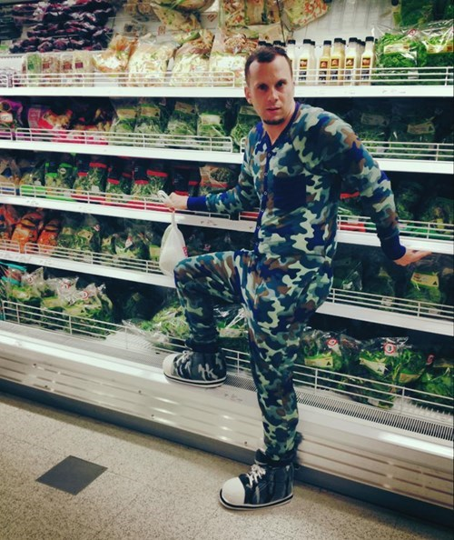 camouflage,grocery store,camo,poorly dressed,produce section
